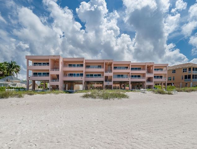 Coquiana Beach Club Exterior